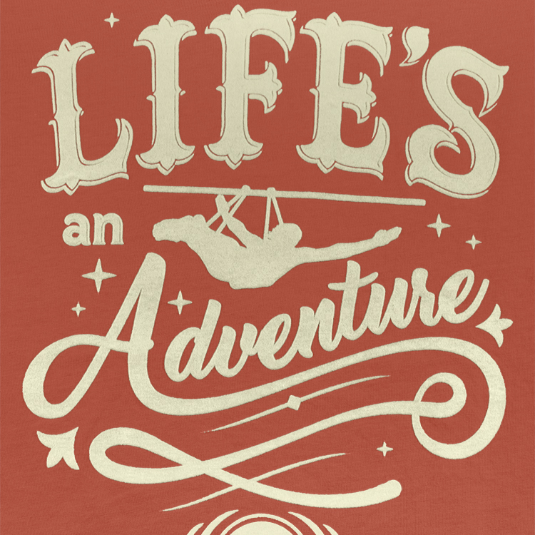 Estampado sobre tirolesa con la frase lifes an adventure